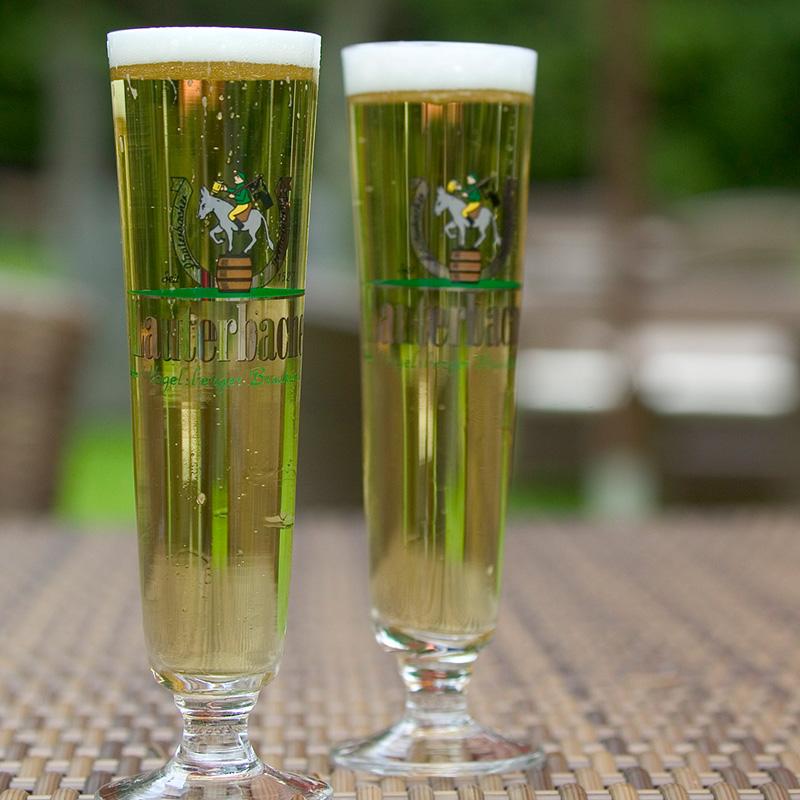 Taufstein Bier im Garten
